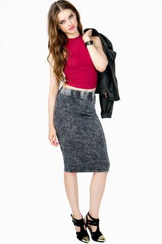 An amazing mineral washed midi skirt with a stretchy waist and a finished hem. Looks rad with a crop top and booties!