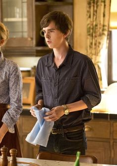 The relationship between Norma and Norman is about to get more deranged on 'Bates Motel.' The relationship between Norma and Norman is about to get more deranged on Bates Motel. Motel Bates, Bates Motel Tv Show, Bates Motel Season 4, August Rush, Freddie Highmore Bates Motel, Max Thieriot, Norman Bates, Vera Farmiga, Boy Best Friend