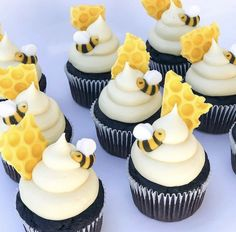 Winnie the Pooh cupcakes. Baby Shower Cupcakes, Shower Cakes, Birthday Cupcakes, Fruit Birthday, Themed Cupcakes, Pretty Cakes, Cute Cakes, Yummy Cakes, Beehive Cupcakes