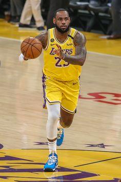 King Lebron, Lebron James, Basketball Players, Basketball Court, Kevin Durant 7, Lakers Wallpaper, Nba Swingman Jersey, Chris Paul, Charlotte Hornets