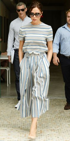 Look of the Day - June 2015 - INF - Victoria Beckham out and about in NYC with a striped top that she expertly coordinated with a pair of matching striped culottes and nude pumps. Mode Chic, Mode Style, Style Victoria Beckham, Victoria Beckham Collection, Mode Outfits, Fashion Outfits, Fashion Fashion, Trendy Outfits, Trendy Fashion