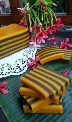 Terpesona dengan foto Lapis Labukuning di mba diahdidi Bahan : 300 gr labu kuning haluskan 250 gr tepung beras 75 gr tepung sagu...