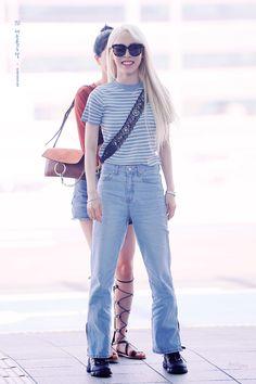 Moonbyul x Solar Pop Fashion, Asian Fashion, Girl Fashion, Womens Fashion, Mamamoo Moonbyul, Solar Mamamoo, Airport Style, Airport Fashion, Kpop Girls