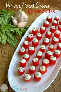 Whipped Goat Cheese Tomato Bites with Vinaigrette Dressing // unique dinner party app Tapas, Appetizers For Party, Appetizer Recipes, Whipped Goat Cheese, Healthy Snacks, Healthy Recipes, Vinaigrette Dressing, Fresco, The Best