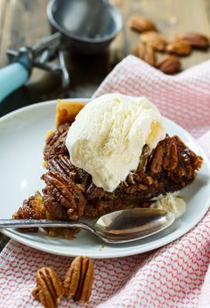 diabetes dessert recipes, christmas dessert recipe, oreo dessert recipes - Did you know you could make pecan pie in a slow cooker! Crock Pot Pecan Pie is every bit as delicious as a pie cooked in the oven. So warm and gooey! Slow Cooker Desserts, Crock Pot Desserts, Fall Desserts, Just Desserts, Pecan Desserts, Delicious Desserts, Yummy Food, Pie Recipes, Crockpot Recipes