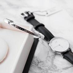 Women's Luxury Watches For Travel And Fashion – Voyage Afield Daniel Wellington Cuff, Daniel Wellington Classic, 1 Gram Gold Jewellery, Gold Jewelry, Big Watches, Luxury Watches, Wear Watch, Dw Watch, Women Accessories
