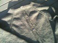 Sådan laver du raglan - opskrift med billeder - strikker.dk Raglan, Drops Design, Baby Knitting Patterns, Sweaters, Cardigans, Craft Ideas, Fashion, Knitting, Dots