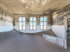 A different kind of room porn: Sand has overtaken a room in abandoned diamond-mining town of Pomona on the Namibian coast. [990 x 743]