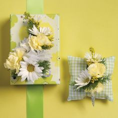 Pretty wedding bouts in yellow green and white for the Spring groom!