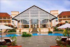 Radisson Blu Resort on Cavelossim Beach in Goa offers grand stay through its eventual beach
