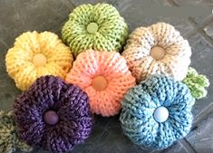 In this loom knitting video by Denise of LoomaHat.com you will learn to use your looms to knit Rib Stitch Flowers that you can add to your projects to accent them or if you prefer just use as decor…
