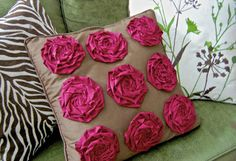Inspired by a throw pillow from a large department store, this version uses strips of fabric and a hot glue gun for a fabulous, no-sew DIY throw pillow!  Source: That's So Cuegly
