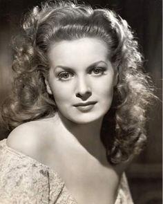Maureen O'Hara nome d'arte di Maureen FitzSimons ( Dublino , 17 agosto 1920 - 24 Ottobre 2015) è stata un' attrice irlandese . Mau...
