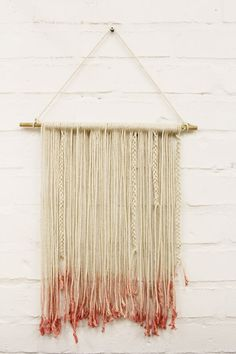 DIY macrame wall hanging with knots -easy! Home Crafts, Diy And Crafts, Arts And Crafts, Decoration Originale, Woven Wall Hanging, Diy Wall Art, Fiber Art, Lana, Cool Stuff