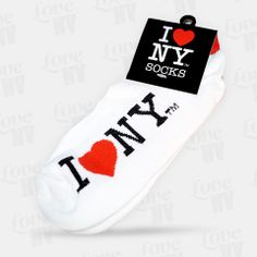 Diese kurzen I LOVE NY Socken eignen sich ideal sowohl für die kalte als auch die warme Jahreszeit. Auch als Sneaker-Socken machen diese weichen I LOVE NY Socken eine gute Figur und New York ist gleichzeitig stets unter Ihren Füßen. Erhältlich in den Farben Weiss und Schwarz. #socken #socks #iloveny #newyorkcity #nyc #newyork #ny
