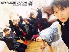 "@RealVIXX_Japan:      STARLIGHTの皆さま、お待たせいたしました。     昨日公開の『VIXX 紙相撲トーナメント』。     勝者LEOのディレクションによる罰ゲーム写真はこちらになります!     #VIXX  #かみずもう   Starlights, we've kept you waiting. It's the ""VIXX Paper Sumo Tournament"" that was released yesterday. This is the picture taken as a punishment under direction of the winner, Leo! #VIXX #PaperSumo  Trans. cr: fyeah-vixx"