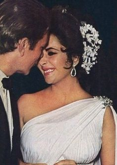 """Elizabeth and Richard holding hands to their daughters Liza and Maria, on the set of """"The Taming Of The Shrew"""" in Rome, summer Classical Hollywood Cinema, Hollywood Icons, Hollywood Glamour, Hollywood Stars, Classic Hollywood, Old Hollywood, Child Actresses, Actors & Actresses, Elizabeth Taylor Schmuck"""