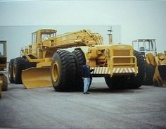 The ACCO Super Grader.It was a custom one off grader built by the Italian company Umberto ACCO Company in 1980.