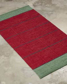 ANKI Rugs' vintage design EMMA in christmas colours.