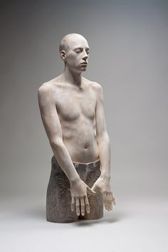 Bruno Walpoth uses simple carving tools to turn pieces of wood (lime and walnut) into human sculptures with detailed features that seen from afar look incredibly life-like. He has been sculpting since the Human Sculpture, Art Sculpture, Art Du Monde, Paperclay, Carving Tools, Wood Art, Statues, Sculpting, Artwork