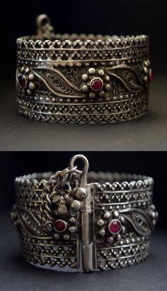 3 Smart Cool Tips: Jewelry Earrings Long Vintage Jewelry Necklace.Dainty Jewelry Silver Jewelry Rings For Men. Silver Jewellery Indian, Tribal Jewelry, Choker Jewelry, Bohemian Jewelry, Gold Jewellery, Jewelry Bracelets, Jewellery Shops, Jewelry Logo, Swarovski Jewelry