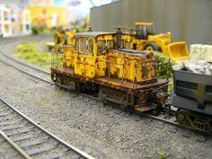 Great weathering on this yard locomotive