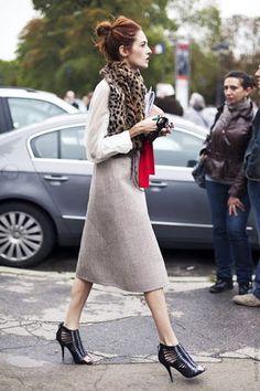 冬も「ミモレ丈スカート」をコートやブーツと上手く合わせて着こなしたい♡ - NAVER まとめ