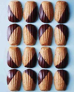 Baking Recipes, Cookie Recipes, Dessert Recipes, Chocolate Dipped, Melting Chocolate, Madeline Cookies Recipe, Madeleine Recipe, Just Desserts, Sweet Recipes