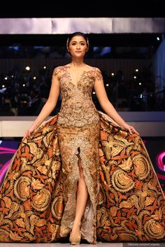 https://www.instagram.com/wrdnfashionindo/ . Anne Avantie - Fashion Designer. Kebaya Indonesia.