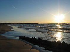 Google Image Result for http://upload.wikimedia.org/wikipedia/commons/thumb/3/33/Lake-huron-ipperwash-beach.jpg/240px-Lake-huron-ipperwash-beach.jpg