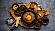 Pro někoho barbarství, pro jiného ta nejlepší forma masa – za syrova! Nebojte se domácí přípravy tatarského bifteku avyzkoušejte ielegantnější verzi inspirovanou Francií, chuť masa vní perfektně vynikne. Dairy, Cheese