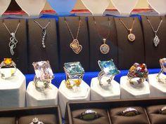 store jewelry dispay