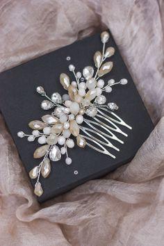 Hippie Wedding Hair, Wedding Hair Flowers, Hair Comb Wedding, Wedding Hair Pieces, Bridal Comb, Bridal Hair Pins, Wedding Veils, Bridal Headpieces, Hair Jewelry