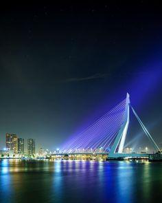 Luminary Bridge . . . #rotterdam #xploreyourhood #igersrotterdam #super_holland #komieuitrotterdamdan #nhowrotterdam #rottergram #gersmagazine #rustlord_cityview #passionpassport #earthfocus #sdmtravels #topeuropephoto #canonnederland #ontheroofs #hypebeast #mkexplore #streetdreamsmag #incredibledestinationz #timobongers #shootermag #hsdailyfeature #visualarchitects #Shoottokill #yngkillers #uncalculated #artofvisuals #justgoshoot