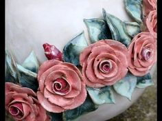 Rosenteller/Plate with roses Ceramic Clay, Ceramic Pottery, Pottery Art, Polymer Clay Flowers, Ceramic Flowers, Plaster Art, Ceramic Angels, Rose Tutorial, Pottery Tools