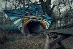 Spreepark, opened in 1969, was the only amusement park in East Berlin during Soviet rule. When the wall fell, bigger and better parks opened, leading to Spreeparks closure in 2001. Abandoned Buildings, Abandoned Mansions, Abandoned Places, Abandoned Theme Parks, Abandoned Amusement Parks, Spreepark Berlin, Places Around The World, Around The Worlds, Places
