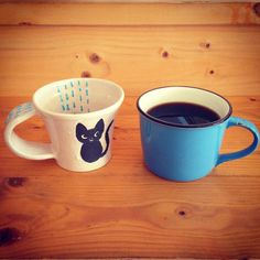 コーヒータイムはいかがでしょう。ネコちゃんが描かれたマグカップは取っ手が幅広く持ちやすいと評判です。カップの内側の模様も楽しみながらのんびりカフェタイム。#カフェ #ギャラリー #立川 ガレリアサローネ #陶芸 #展示 タイラミホコ @mihokotaira_clay_work_tiida #pop #up うつわのpop、お届けします。10/3まで開催! https://www.facebook.com/events/1107285732680816/ #coffee #mug #cup #cat #rainy #stay #motif #haveagoodtime #coffee #break #time #cafe #gallery #exhibition #tachikawa #tokyo #pottery #popup #shop #haveaniceday galleria_salone