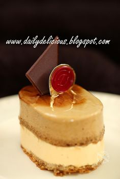 dailydelicious thai: Brésilienne: Coffee and Caramel Entremets from Hidemi Sugino's Book Small Desserts, Fancy Desserts, Great Desserts, No Bake Desserts, Delicious Desserts, Mousse Dessert, Mousse Cake, Sweet Recipes, Cake Recipes