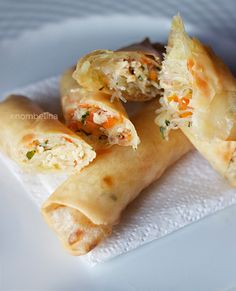 Homemade spring rolls a yummy Asian side dish or snack. Asian Vegetables, Chicken And Vegetables, Homemade Spring Rolls, Yummy Snacks, Yummy Food, Asian Side Dishes, Vegetable Spring Rolls, Asian Street Food, Sushi