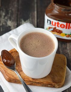Liquid Nutella Lattes | Chocolate, coffee, and hazelnut are a dynamite flavor combination so it is no surprise that they are amazing in this latte. You can prepare this quick and easy drink just before heading out the door in the morning. @Friday Cake Night