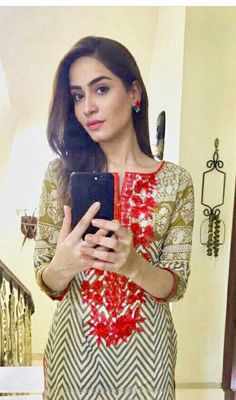 Faria sheikh Iphone Mirror Selfie, Pakistani Actress, Best Friend Quotes, Celebs, Celebrities, Trendy Dresses, Woman Crush, I Dress, Style Icons