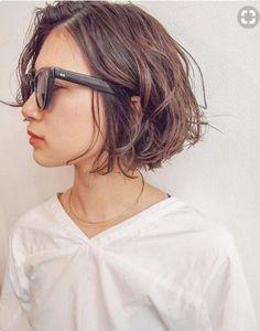 試してみたいこと White Things the white color series Cute Medium Length Hairstyles, Short Bob Hairstyles, Medium Hair Styles, Curly Hair Styles, Cool Hairstyles, Hair Arrange, Corte Y Color, My Hairstyle, Trending Hairstyles