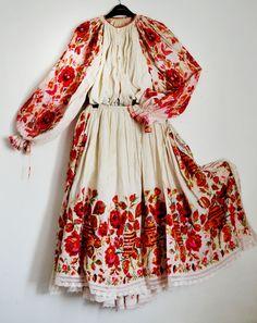 Folklored: Croatian Costume from Posavina (And the story of how she fixed the running embroidery colours). Fashion Week, Boho Fashion, Womens Fashion, Fashion Design, Fashion Online, Bohemian Style, Boho Chic, Textiles Y Moda, Folk Costume