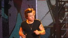 HYFR ‏@1DScoop 17 Oct  Teenage Dirtbag and Harry talking to the crowd in Melbourne! THIS IS THE BEST VIDEO IVE EVER SEEN (oct16)