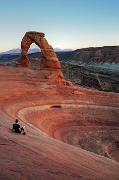 Delicate Arch - Arches National Park, Utah, places to go Arches Nationalpark, Yellowstone Nationalpark, Oh The Places You'll Go, Places To Travel, Beautiful Places To Visit, Cool Places To Visit, Delicate Arch, Parc National, All Nature