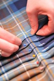 The Art of Kilt making. With Outlander coming soon, I know kilts will be even hotter. (Mom made me my kilt without a pattern, when I was a girl! Sewing Hacks, Sewing Tutorials, Sewing Crafts, Sewing Projects, Sewing Patterns, Sewing Tips, Couture Main, Diy Couture, Techniques Couture