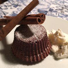 Cioccolato e cannella, esiste un abbinamento migliore? Provateli in questo tortino dal cuore morbido... naturalmente senza lattosio! (Ricetta di Martina Reggia)