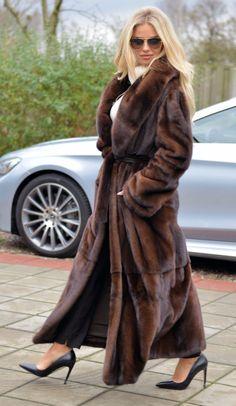 Mink Coats, Mink Fur, Fur Coat, Beautiful Heels, Beautiful Women, High Fashion Poses, Dress Suits, Dresses, Hot Heels
