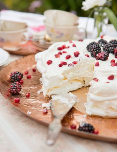 Meringue Pavlova, Sweet Pastries, Let Them Eat Cake, Deli, Food Inspiration, Camembert Cheese, Goodies, Food And Drink, Baking