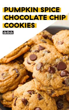 Chocolate Chip Cookies The BEST way to upgrade a chocolate chip cookie.The BEST way to upgrade a chocolate chip cookie. Just Desserts, Delicious Desserts, Dessert Recipes, Health Desserts, Health Foods, Cake Recipes, Baked Pumpkin, Pumpkin Recipes, Vegan Pumpkin